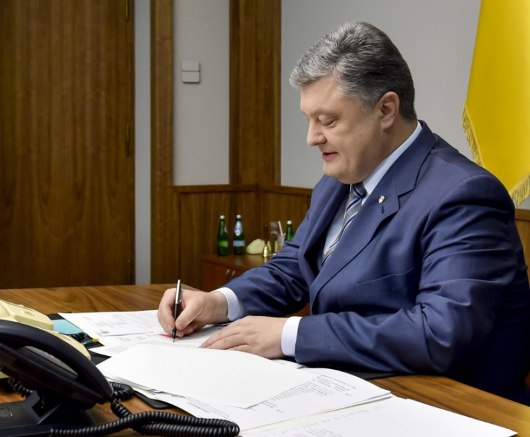 Президент подписал закон о полномочиях сельского старосты